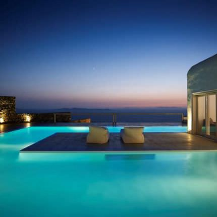 Rent villas Cyclades Islands 500 meters from the sea